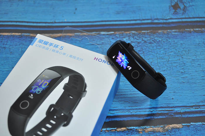 Honor Band 5: как установить или изменить циферблаты
